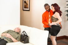 Domme Jessica Ryan cuckolds her slob hubby !