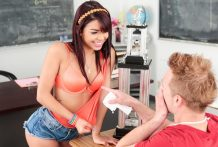 Wonderful Gina Valentina makes the starlet athlete jizz actually firm.