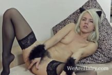 Nylons make wooly chick Selena slutty and kinky