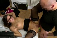 Office dame Holly Hunter enjoys anal invasion