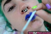 Chicks Out West – Eager furry lesbo finger penetrating n spraying