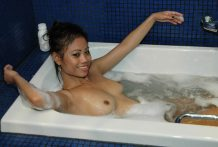 Fine-assed Asian babe gives soapy massage and bj to tourist