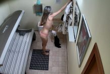 Wonderful Woman Masturbates in Solarium