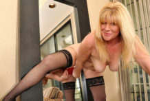 Huge golden-haired mummy juggles