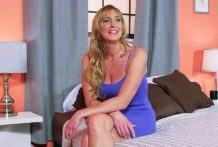 Getting to know Lynn, the hawt housewife