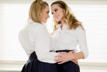 Twin lesbo stepsisters Mia Malkova and Kenna James