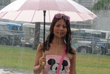 Lewd Filipina stunner acquiesces to hookup with foreign tourist in the rain