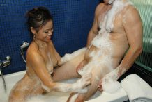 Good-assed Oriental stunner gives soapy rubdown and fellatio to tourist