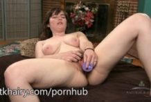 Snow enjoys to taunt u with her pubic hair