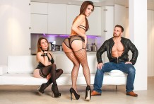 Nasty stunner climaxes from getting penetrated in each aperture !