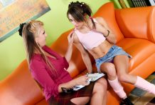 Info session ends up in lesbo hookup with Joclyn & Risi Simms