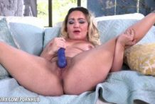 Curvy bushy blonde the use of a toy to cum at the sofa